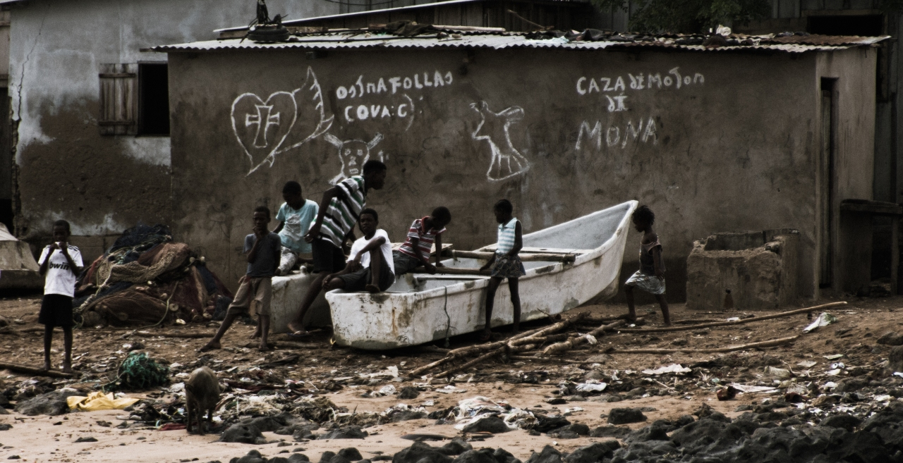 Fish, ships and life on the coast of São Tomé
